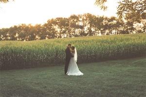 onebarnfarm-home-goldenhourweddingpictures